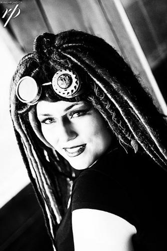 METRO LIVING ZINE IMAGE CREDIT: Vancouver Fashion Week (www.vanfashionweek.com/dark-knits/)